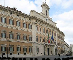 718px-Palazzo_Montecitorio_Rom_2009